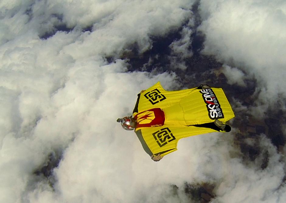 2014/10/wingsuit5.jpg