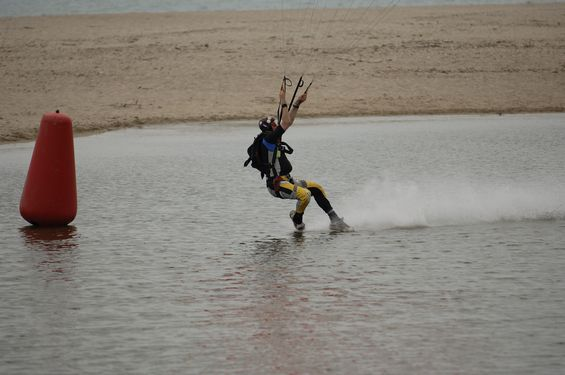 paracaidismo--beach_boogie_06_by_guscabana-(23).jpg