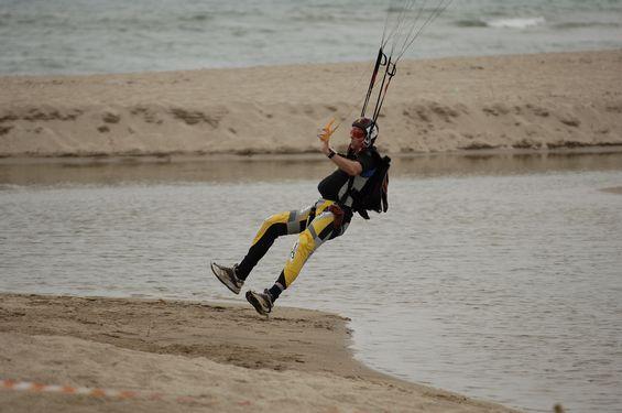 paracaidismo--beach_boogie_06_by_guscabana-(25).jpg