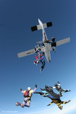 paracaidismo--xmas082512_milko_by_vincent_van_laethem-(3).jpg