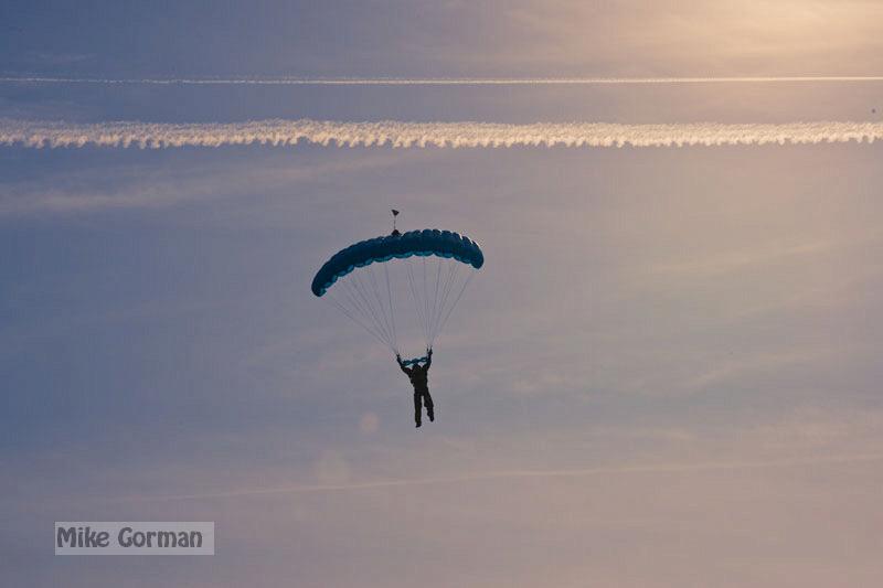 paracaidismo--xmasBoogie08ByMikeGorman-(28).jpg