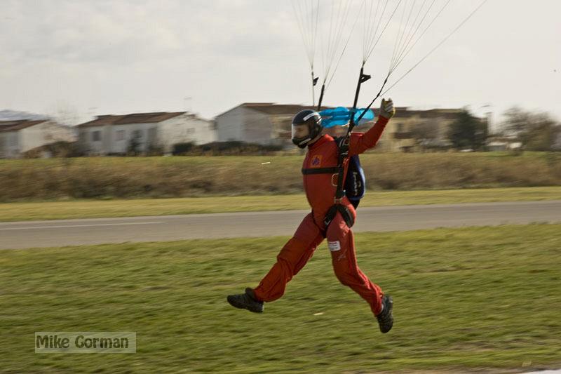 paracaidismo--xmasBoogie08ByMikeGorman-(29).jpg