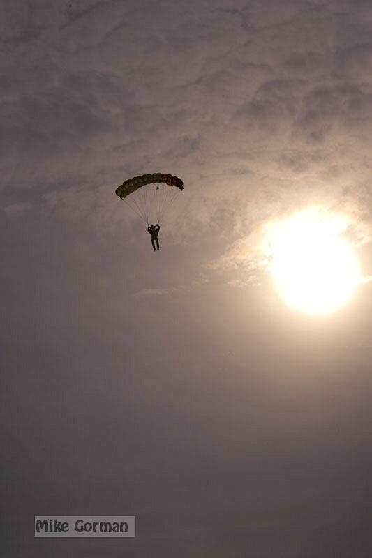 paracaidismo--xmasBoogie08ByMikeGorman-(33).jpg