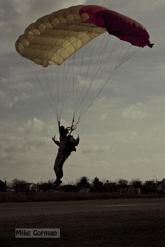 paracaidismo--xmasBoogie08ByMikeGorman-(34).jpg