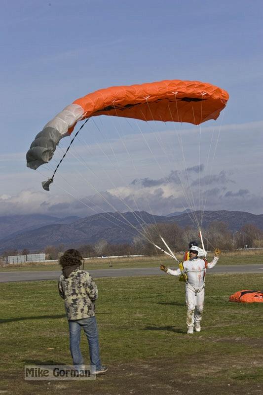 paracaidismo--xmasBoogie08ByMikeGorman-(9).jpg