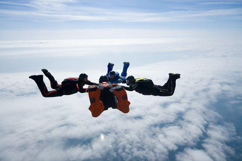 paracaidismo--tn_easterBoogie949Project41.jpg