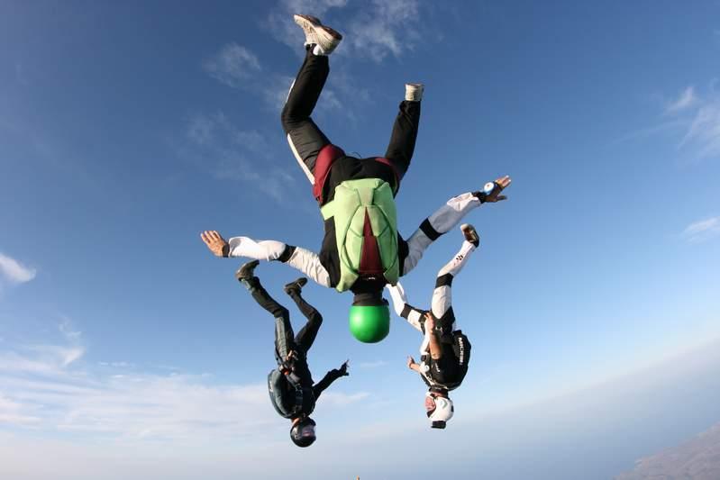 paracaidismo--byWillPenny-VectorFestival09.JPG