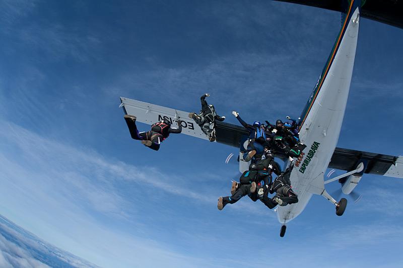 paracaidismo--xmasBoogie100102ByProject41-(1).jpg