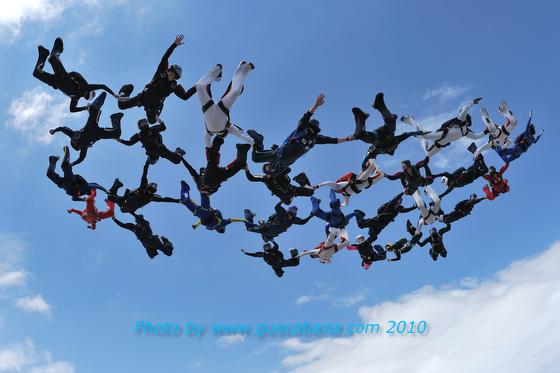 paracaidismo--180610vectorByGustavoCabana_.JPG