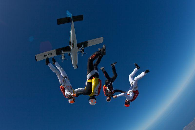 paracaidismo--VectorFest10ByBabylon-(1).jpg