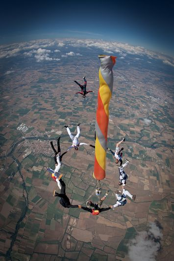 paracaidismo--VectorFest10ByBabylon-(6).jpg