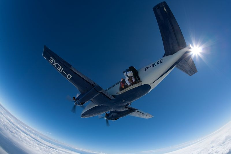 paracaidismo--VectorFest10ByBabylon-(9).jpg