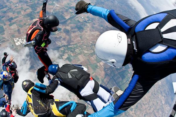 paracaidismo--vetorFest10ByMikeGorman-(12).jpg