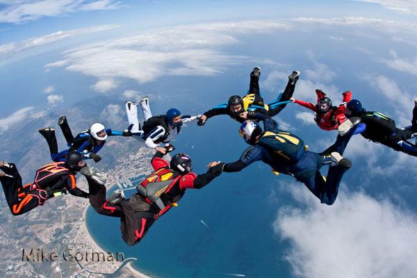 paracaidismo--vetorFest10ByMikeGorman-(14).jpg