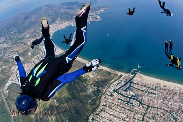 paracaidismo--vetorFest10ByMikeGorman-(17).jpg