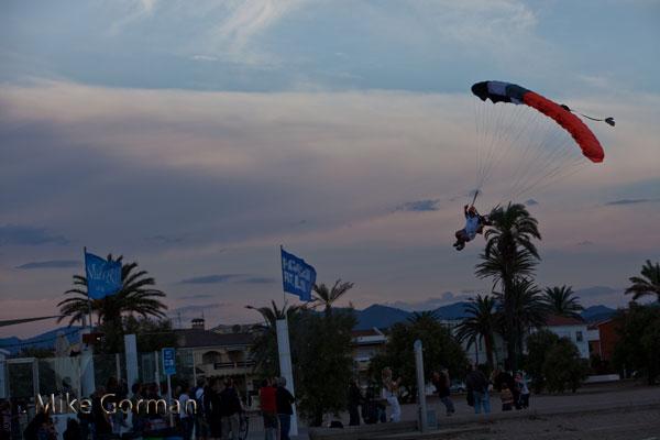 paracaidismo--vetorFest10ByMikeGorman-(19).jpg