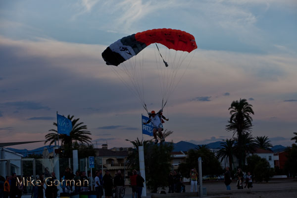 paracaidismo--vetorFest10ByMikeGorman-(20).jpg