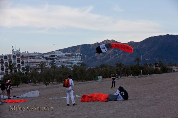 paracaidismo--vetorFest10ByMikeGorman-(22).jpg