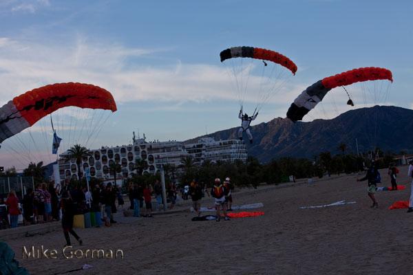 paracaidismo--vetorFest10ByMikeGorman-(23).jpg