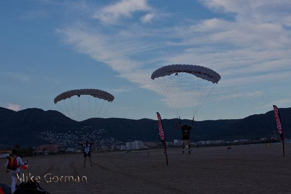 paracaidismo--vetorFest10ByMikeGorman-(24).jpg