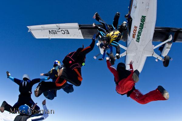 paracaidismo--vetorFest10ByMikeGorman-(5).jpg