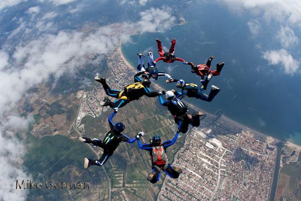 paracaidismo--vetorFest10ByMikeGorman-(7).jpg