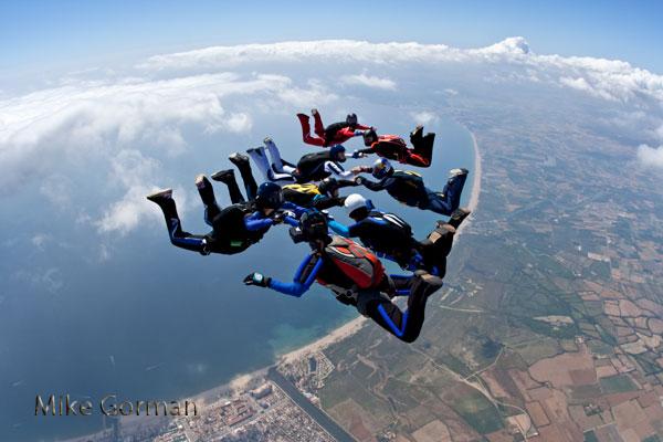 paracaidismo--vetorFest10ByMikeGorman-(8).jpg