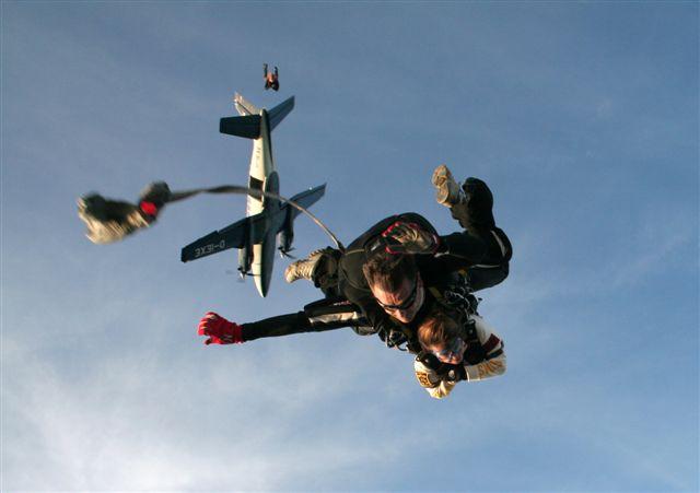 paracaidismo--adolf.jpg