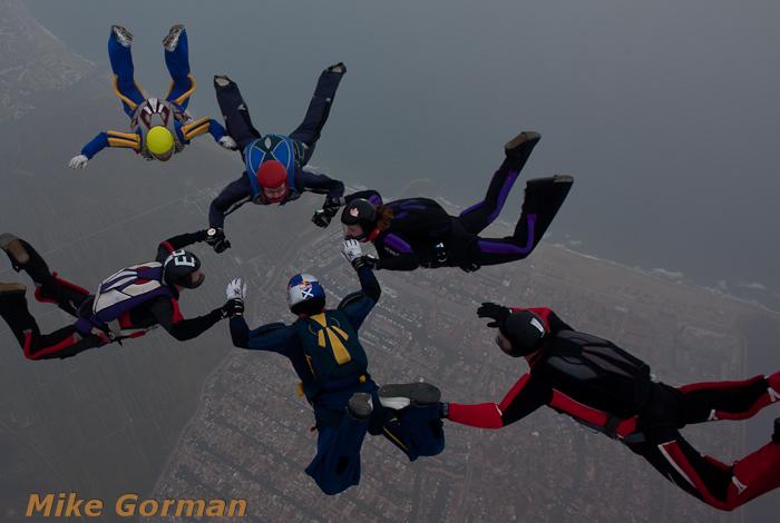 paracaidismo--xmasboogie2010ByMikeGorman0201-(33).jpg