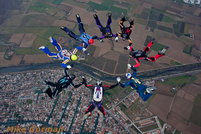 paracaidismo--xmasboogie2010ByMikeGorman0201-(34).jpg