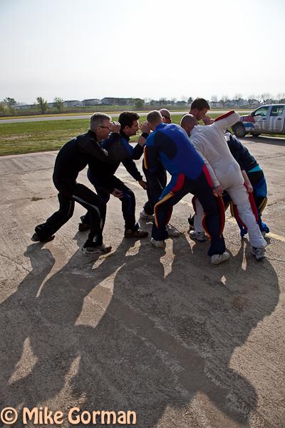 paracaidismo--hw26ByMikeGorman04042011.jpg