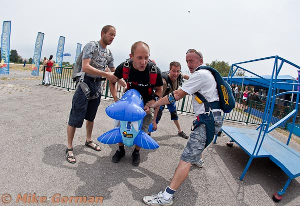 paracaidismo--MrWalrus072011ByMikeGorman-(3).jpg
