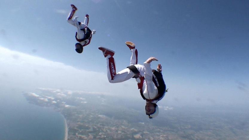 paracaidismo--AngryBirds-team-training-Em.jpg
